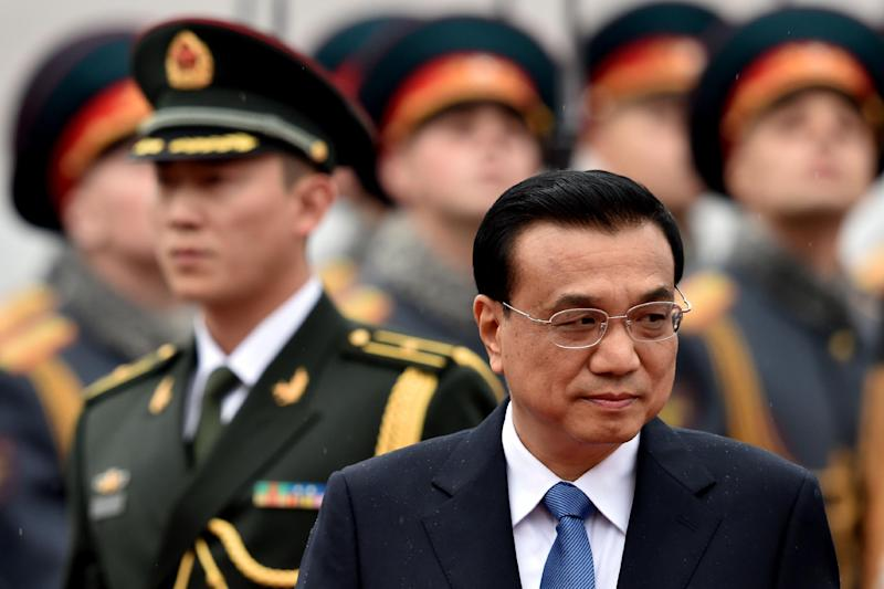 Chinese Prime Minister Li Keqiang reviews a Russian honor guard on October 12, 2014 during an official welcoming ceremony at Vnukovo airport outside Moscow (AFP Photo/Kirill Kudryavtsev)