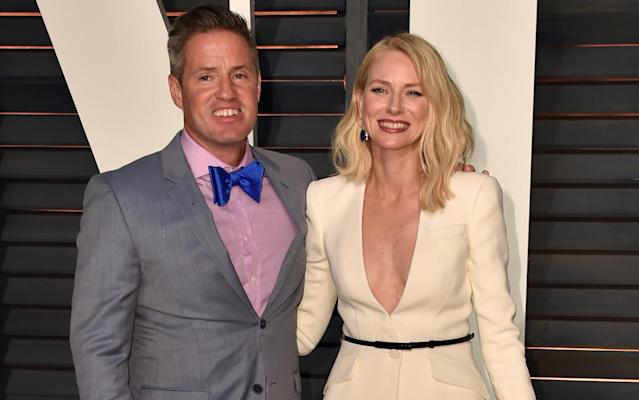 Naomi Watts and her brother Ben Watts, a photographer who shot the new <em>Sports Illustrated</em>Swimsuit 2018 cover, at the 2015 <em>Vanity Fair</em> Oscar Party. (Photo: Alberto E. Rodriguez/WireImage)