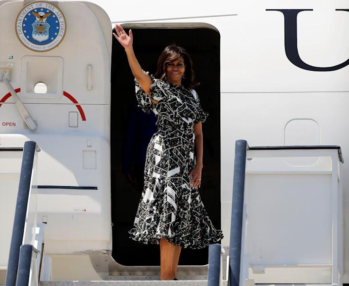 <p>First Lady Michelle Obama waves before boarding her plane at the Torrejon airbase near Madrid, Spain July 1, 2016. (REUTERS/Andrea Comas) </p>