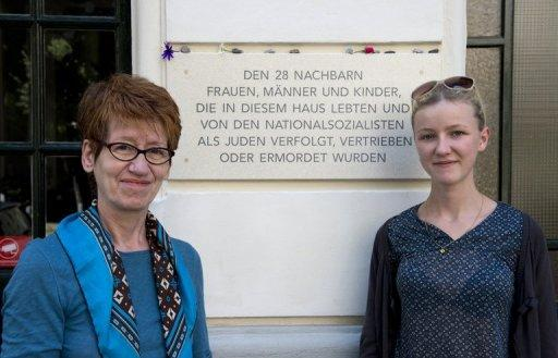 Berlin tenants Gabrielle Pfaff (left) and Lydia Zabel with a plaque commemorating Jews evicted during the Nazi era from the building in which they live. Thanks to the efforts of a group of Berliners to trace the Jewish residents who once lived in their building, the victims are finally being openly remembered