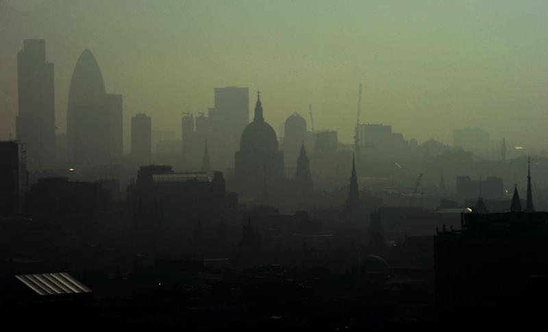 St. Paul's Cathedral in London seen through smog during an earlier wave of pollution on April 22, 2011 (AFP Photo/Carl de Souza)