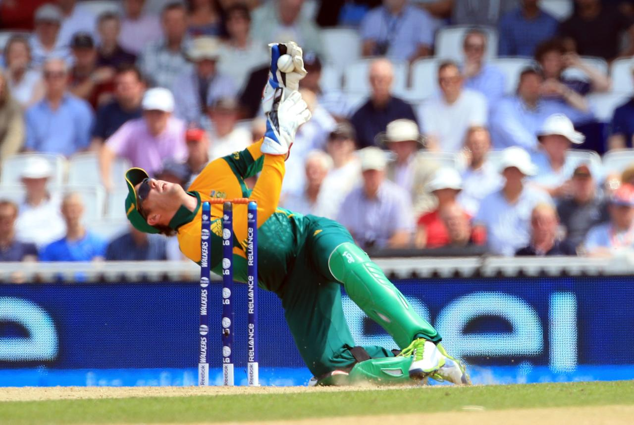 LONDON, ENGLAND - JUNE 19:  AB de Villiers of South Africa gathers the ball  during the ICC Champions Trophy Semi Final match between England and South Africa at The Oval on June 19, 2013 in London, England.  (Photo by Richard Heathcote/Getty Images)
