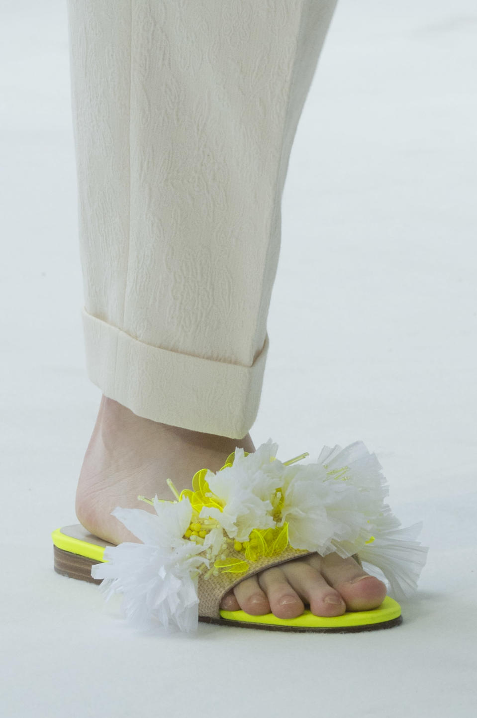 <p><i>Green and white frilly slides from the SS18 Delpozo collection. (Photo: ImaxTree) </i></p>