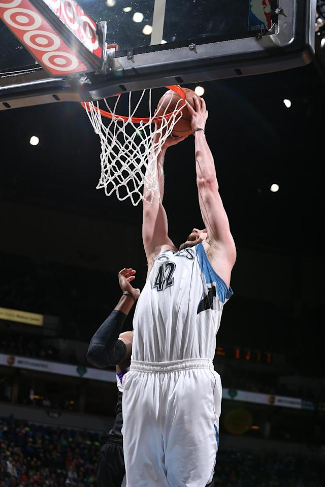 MINNEAPOLIS, MN - MARCH 16: Kevin Love #42 of the Minnesota Timberwolves dunks against the Sacramento Kings on March 16, 2014 at Target Center in Minneapolis, Minnesota. (Photo by David Sherman/NBAE via Getty Images)