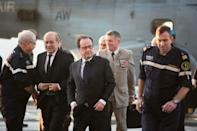 French president visits aircraft carrier off Syria: AFP