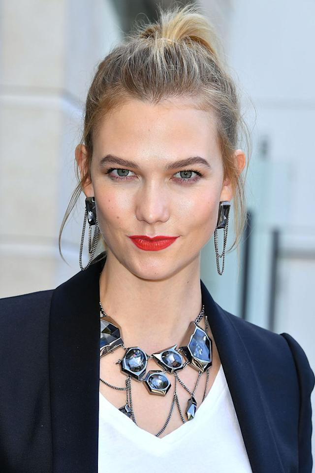 <p>Karlie Kloss goes for honey around her hairline and a girly high ponytail. </p><p><span></span></p>