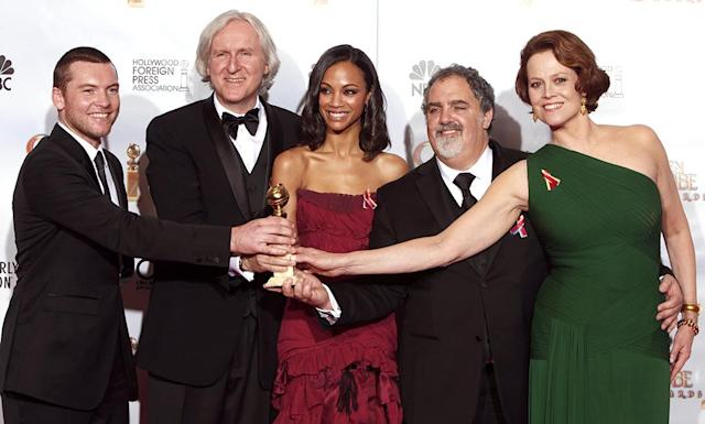 <p><em><em>After winning the Golden Globe for Best Motion Picture – Drama, the <em>Avatar</em> crew — including Sam Worthington, director James Cameron, Saldana, producer Jon Landau, and Sigourney Weaver — pose in the press room. (Photo: Trae Patton/NBCU Photo Bank) </em></em></p>
