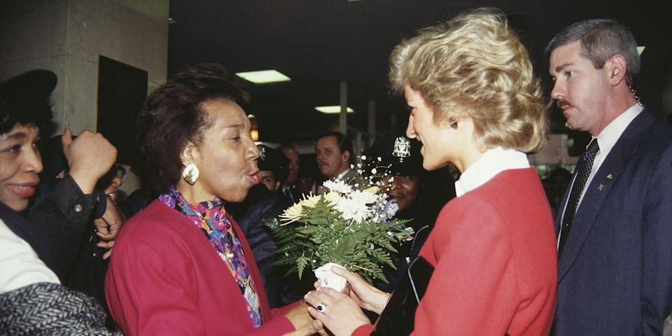 <p>Diana receives flowers at Harlem Hospital. </p>