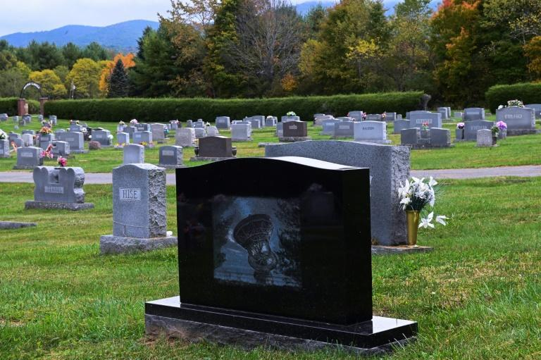 A tombstone marking a grave near the Green Bank Observatory in West Virginia (AFP/ROBERTO SCHMIDT)