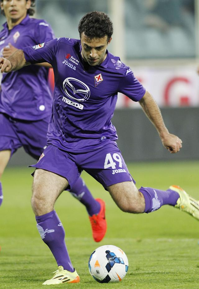 Fiorentina's Giuseppe Rossi scores during a Serie A soccer match between Fiorentina and Sassuolo, at the Artemio Franchi stadium in Florence, Italy, Tuesday, May 6, 2014. (AP Photo/Fabrizio Giovannozzi)