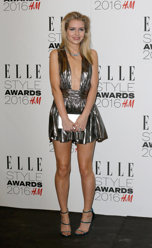 <p>Moss, who channeled the 1980s, paired her itty-bitty metallic dress with blue eyeshadow, teased hair, and strappy heels. (<i>Photo: Getty Images</i>)</p>