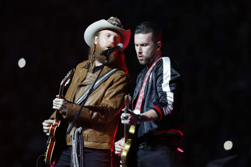 The Brothers Osborne, post-power outage. (AP/Paul Sancya)