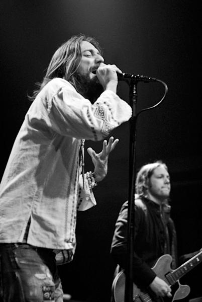 The Black Crowes Cover 'Tonight I'll Be Staying Here with You' – Song Premiere