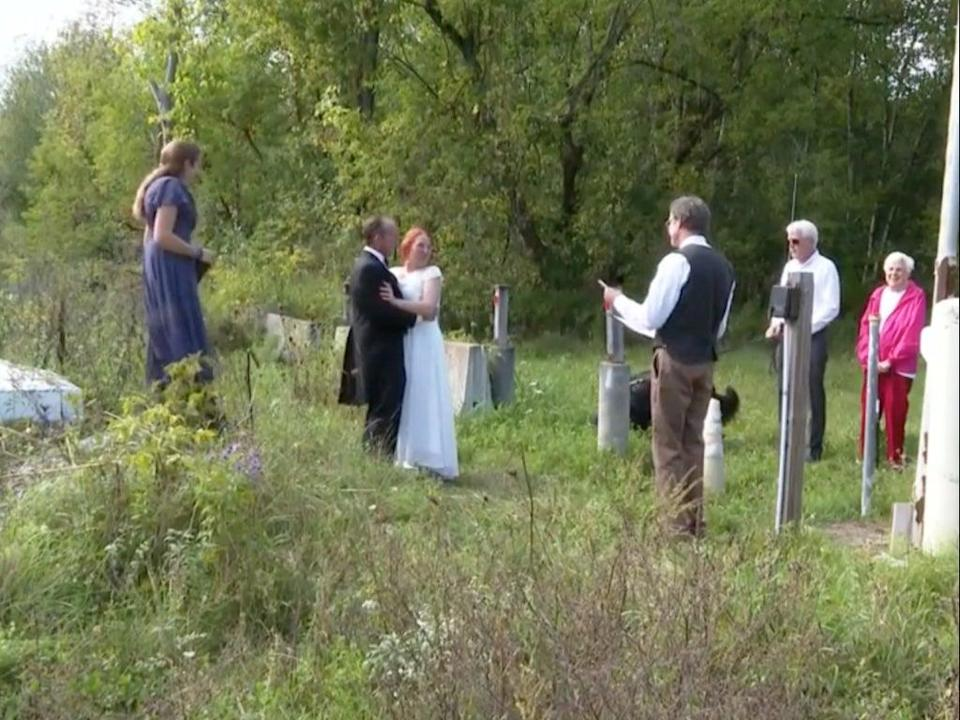 Couple marries on US-Canada border so bride's family can watch (NBC5)