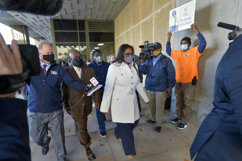 Rochester Mayor Lovely Warren, center, walks out of city court after her arraignment in Rochester, N.Y., Monday, Oct. 5, 2020. Warren, who has faced calls to resign over her city's handling of the suffocation death of Daniel Prude at the hands of police, pleaded not guilty Monday to campaign finance charges dating to her 2017 reelection campaign. (AP Photo/Adrian Kraus)