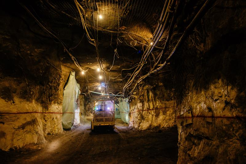 Newmont's Goldcorp Deal Wins Support of Paulson, VanEck, ISS