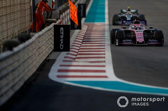 "Sergio Perez, Racing Point RP19, precede Valtteri Bottas, Mercedes AMG W10 <span class=""copyright"">Zak Mauger / Motorsport Images</span>"