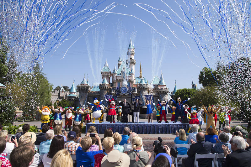 This Man Just Visited Disneyland 2,000 Days in a Row