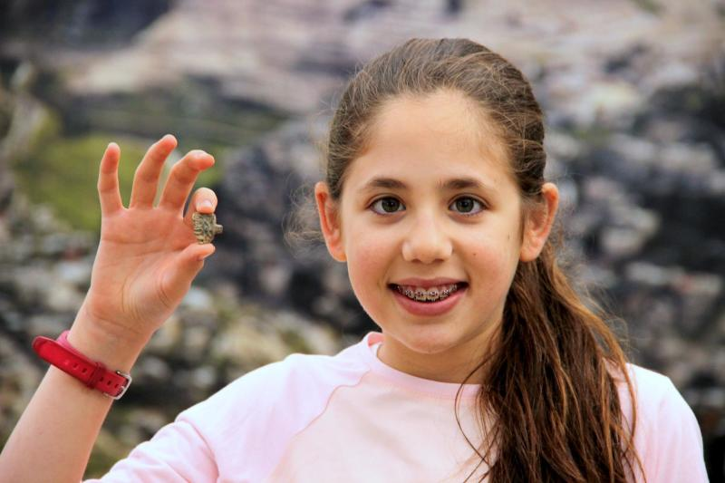 8 year old girl casually found ancient egyptian amulet