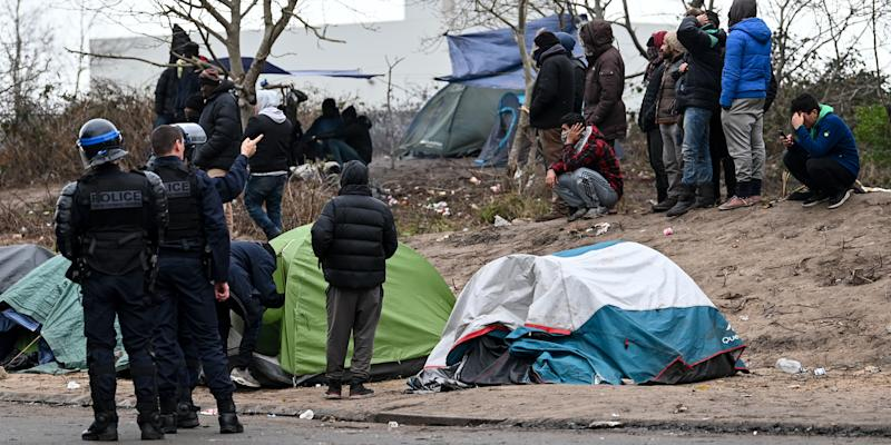 Calais : un important campement de migrants démantelé