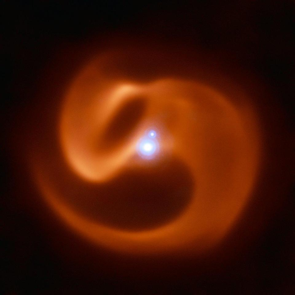 The VISIR instrument on ESO's VLT captured this stunning image of a newly-discovered massive binary star system (ESO)