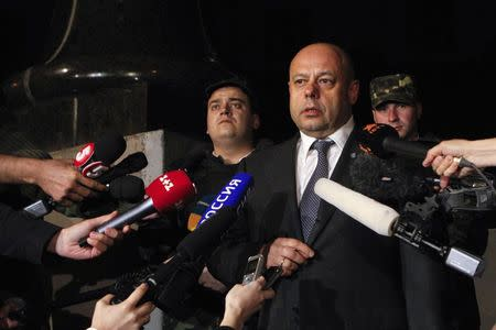 Ukrainian Energy Minister Yuri Prodan talks to journalists as he leaves after talks with members of the Russian delegation and European Union Energy Commissioner Guenther Oettinger (not pictured) in Kiev June 16, 2014. REUTERS/Valentyn Ogirenko