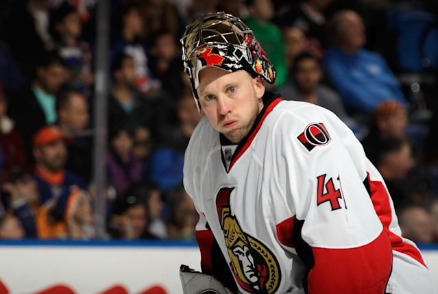UNIONDALE, NY - APRIL 08: Craig Anderson #41 of the Ottawa Senators takes a break during the game against the New York Islanders at the Nassau Veterans Memorial Coliseum on April 8, 2014 in Uniondale, New York. (Photo by Bruce Bennett/Getty Images)