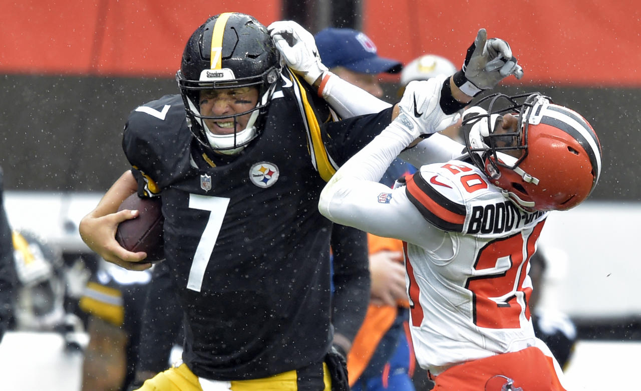 <p>Pittsburgh Steelers quarterback Ben Roethlisberger (7) runs for a first down under pressure from Cleveland Browns cornerback Briean Boddy-Calhoun (20) during the first half of an NFL football game, Sunday, Sept. 9, 2018, in Cleveland. (AP Photo/David Richard) </p>