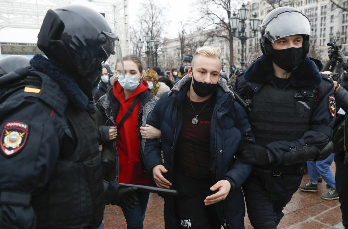 Police detain protesters during a protest against the jailing of opposition leader Alexei Navalny in Moscow, Russia, Saturday, Jan. 23, 2021. Russian police are arresting protesters demanding the release of top Russian opposition leader Alexei Navalny at demonstrations in the country's east and larger unsanctioned rallies are expected later Saturday in Moscow and other major cities.. (AP Photo/Pavel Golovkin)