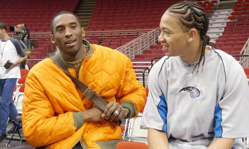 Kobe Bryant, left, and Tyronn Lue catch up after Lue had left the Lakers and eventually landed with the Magic.