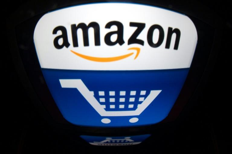 Amazon is giving US customers the ability to pay for online purchases with cash under a partnership with Western Union