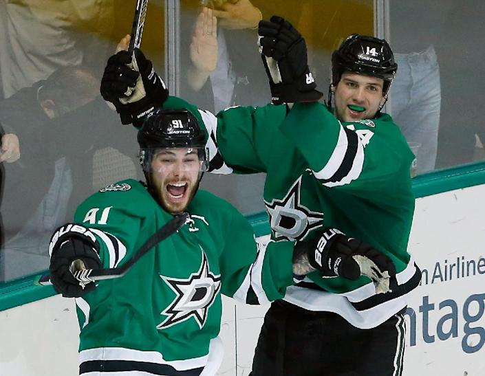 Jamie Benn, pictured (R) in March, of the Dallas Stars exploded for four points to claim the Art Ross Trophy as the league's top scorer with 87 as Dallas defeated Nashville 4-1 (AFP Photo/Tom Pennington)