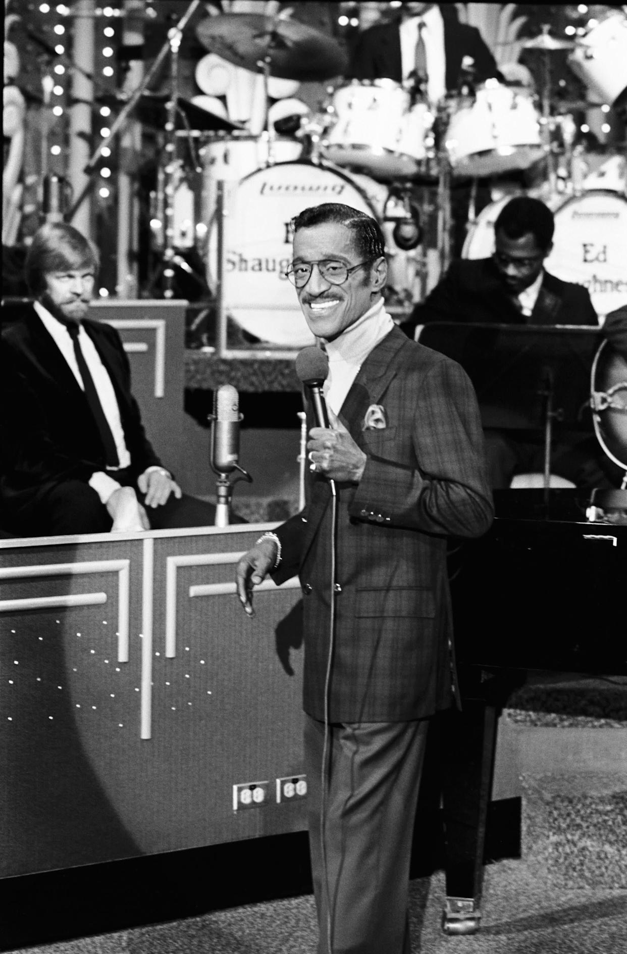 """The performer during an appearance on """"The Tonight Show Starring Johnny Carson"""" in 1985."""