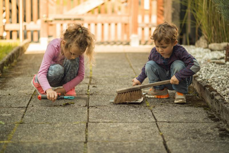 Should You Give Your Children an Allowance? Two Experts Weigh In