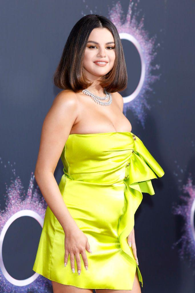 <p>Selena Gomez's one-length bob swings just above her shoulders, with the blunt ends curled upwards. The result is both soft and sweet, and immensely flattering against the soft curves of her face.</p>