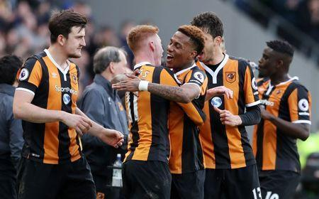 Britain Soccer Football - Hull City v Watford - Premier League - The Kingston Communications Stadium - 22/4/17 Hull City's Sam Clucas celebrates scoring their second goal with team mates Reuters / Scott Heppell Livepic