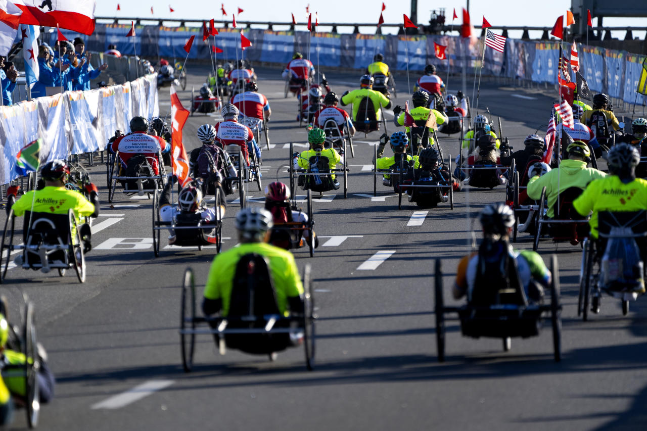 <p>Competitors in the handcycle division leave the starting line during the New York City Marathon, Nov. 4, 2018. (Photo: Craig Ruttle/AP) </p>