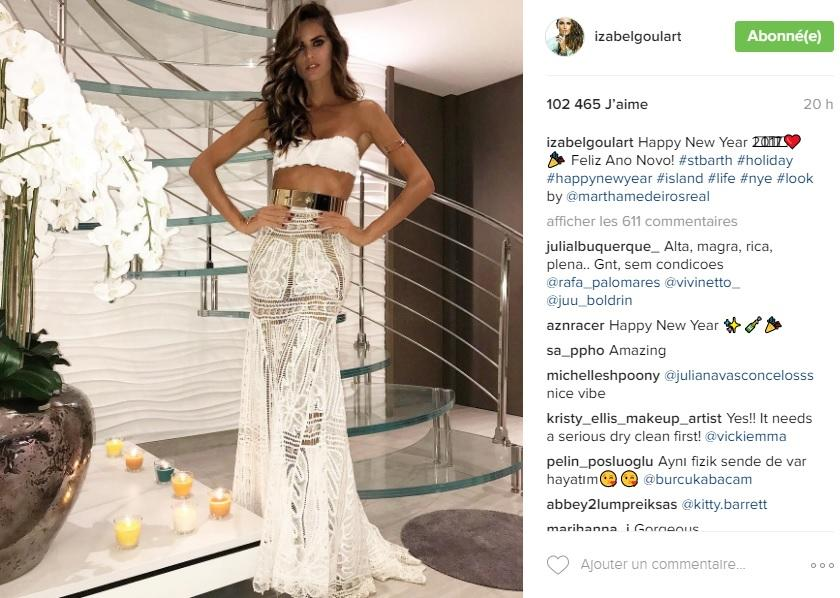 The Brazilian model slipped into a long, white semi-transparent skirt finished with gold belt to wish her Instagram followers a happy New Year. A lesson in style to get 2017 off to a sophisticated start. Account: www.instagram.com/izabelgoulart