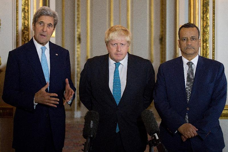 (L-R) US Secretary of State John Kerry, British Foreign Secretary Boris Johnson and UN Special Envoy for Yemen Ismail Ould Cheikh Ahmed make a joint statement on Yemen at Lancaster House in London on October 16, 2016 (AFP Photo/Justin Tallis)