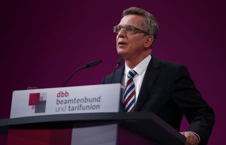 German Interior Minister Thomas de Maiziere delivers a speech during a meeting of German government workers union (Deutscher Beamtenbund (dbb)) in Cologne, Germany January 11, 2016. REUTERS/Wolfgang Rattay