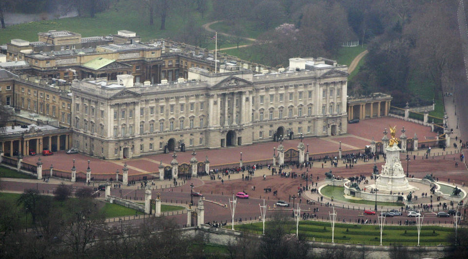 LONDON - MARCH 25:  An aerial view of Buckingham Palace March 25, 2007 in the heart of London, England.  (Photo by Mike Hewitt/Getty Images)