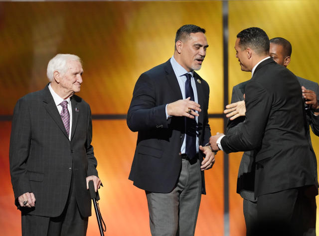 Former Seahawks, Jets and Titans center Kevin Mawae, center, has asked his wife, Tracy, to present him at the Pro Football Hall of Fame induction next month. (AP)