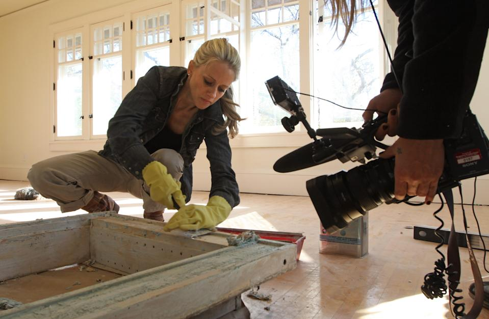 "<h1 class=""title"">BRUCE BISPING ¥ bbisping@startribune.com Minneapolis, MN., Friday, 10/15/10] (left to right) Nicole Curtis, host of ""Rehab Addict with Nicole Curtis"" stripped the paint off a medicine chest as production crew photographer Christina Hilbig taped the p</h1> <div class=""caption""> On the HGTV show <em>Rehab Addict</em> (available to stream on Amazon), Nicole Curtis restores old homes in Minneapolis. </div> <cite class=""credit"">Photo: Bruce Bisping/Star Tribune via Getty Images</cite>"