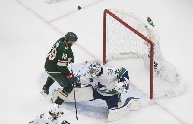 Boeser Pettersson Help Canucks Top Wild 3 0 For Series Lead