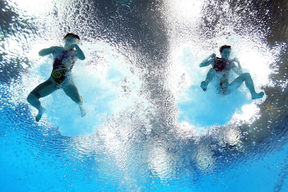 LONDON, ENGLAND - JULY 29: He Zi (L) and Wu Minxia of China compete in the Women's Synchronised 3m Springboard final on Day 2 of the London 2012 Olympic Games at the Aquatics Centre at Aquatics Centre on July 29, 2012 in London, England. (Photo by Al Bello/Getty Images)