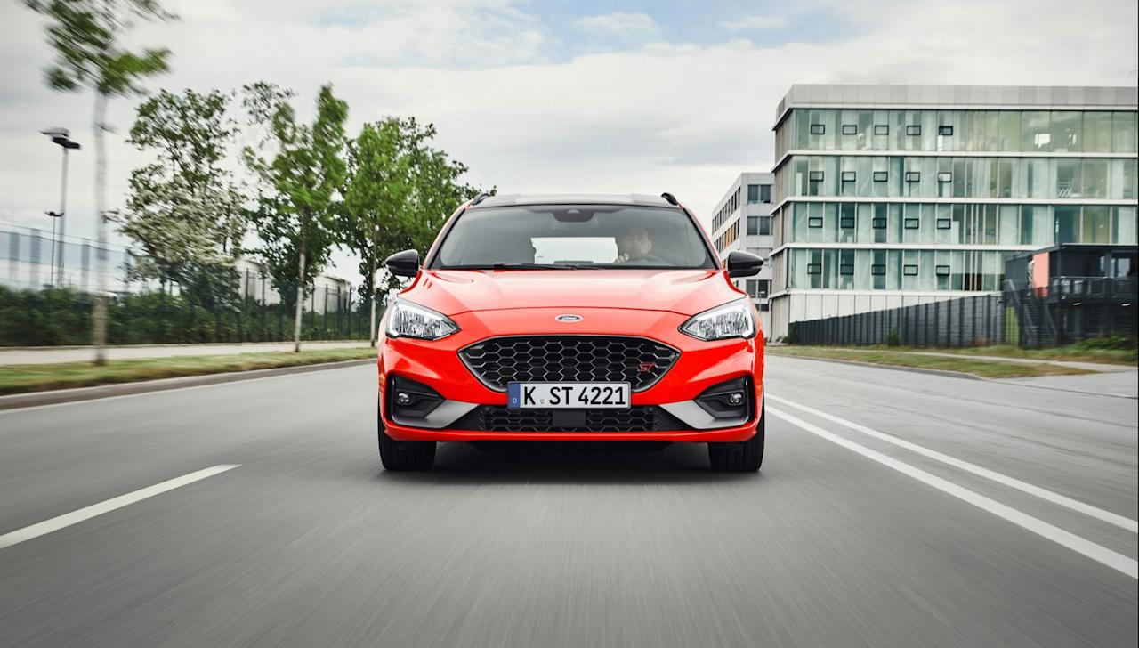 <p>It has the same two engine options, a 187-hp turbodiesel inline-four and a turbocharged 2.3-liter gasoline inline-four with a healthy 276 hp and 310 lb-ft of torque.</p>