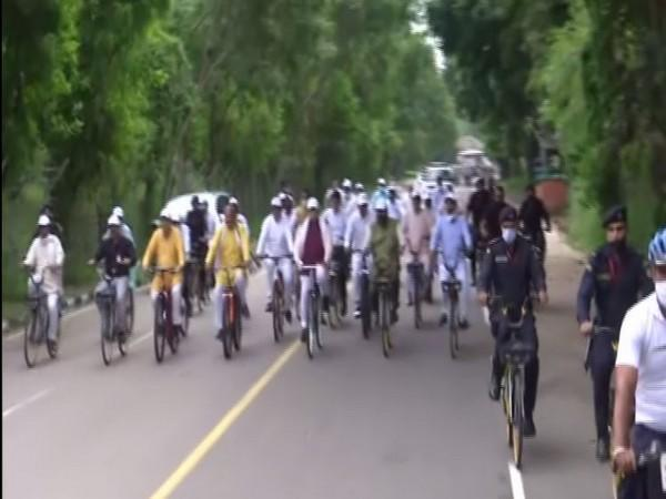 Haryana Chief Minister Manohar Lal Khattar riding bicycle along with his cabinet colleagues and MLAs