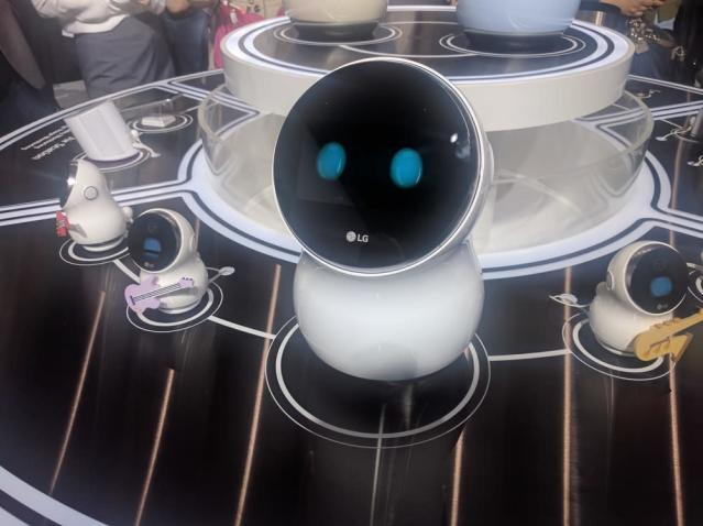 An LG robot at CES 2017. We'll likely see more AI-powered devices form the likes of Google and Amazon at this year's big show.