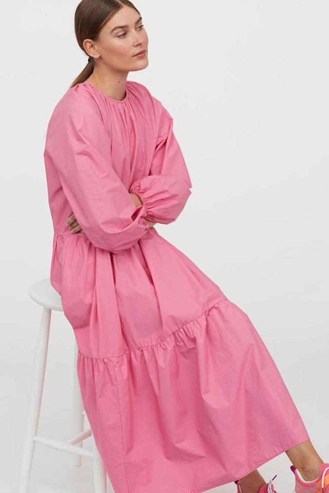 """<p>This <a href=""""https://www.popsugar.com/buy/HampM-Balloon-sleeved-Dress-542144?p_name=H%26amp%3BM%20Balloon-sleeved%20Dress&retailer=www2.hm.com&pid=542144&price=40&evar1=fab%3Aus&evar9=45700553&evar98=https%3A%2F%2Fwww.popsugar.com%2Ffashion%2Fphoto-gallery%2F45700553%2Fimage%2F47131140%2FHM-Balloon-sleeved-Dress&list1=shopping%2Cfall%20fashion%2Cdresses%2Cfall%2Cwinter%2Cwedding%20guests%2Cwinter%20fashion%2Cwedding%20guest%20dresses&prop13=mobile&pdata=1"""" rel=""""nofollow"""" data-shoppable-link=""""1"""" target=""""_blank"""" class=""""ga-track"""" data-ga-category=""""Related"""" data-ga-label=""""https://www2.hm.com/en_us/productpage.0855210001.html"""" data-ga-action=""""In-Line Links"""">H&amp;M Balloon-sleeved Dress</a> ($40) brings the drama in the best way possible.</p>"""