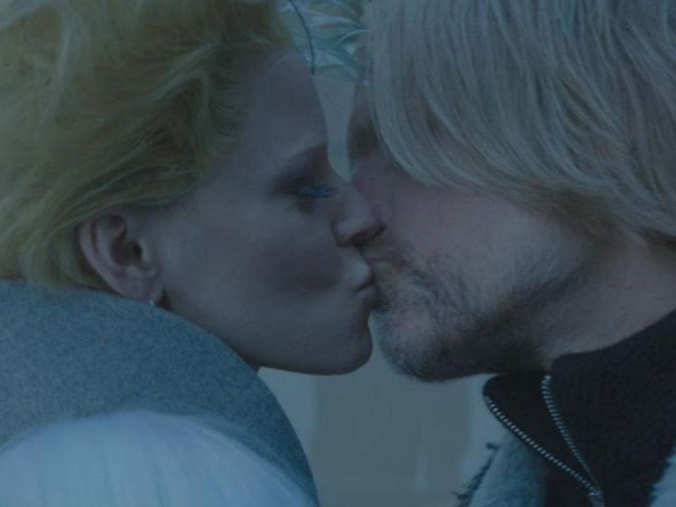 mockingjay part 2 effie haymitch kiss